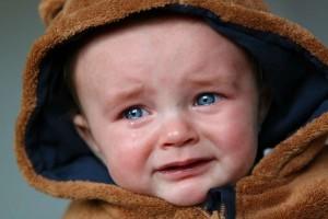 宝宝老是睡不踏实宝宝晚上睡觉老是睡一会就哭